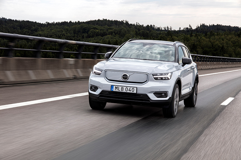 271699 volvo xc40 recharge p8 awd in glacier silver