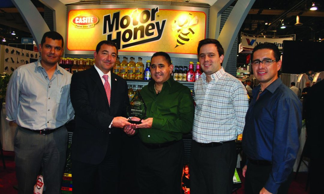 AAPEX 2012: Casite presents award to AutoZone Mexico