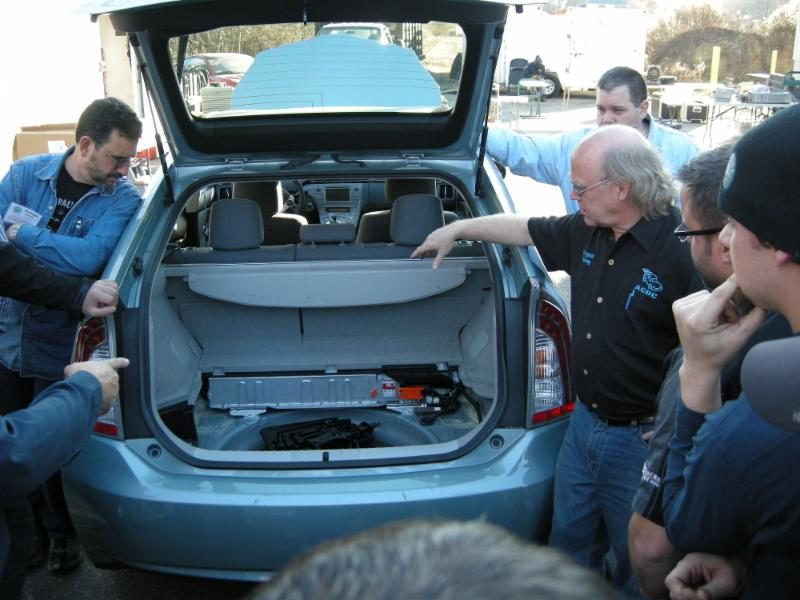 ACDC is Offering Training for Electric Car and Hybrid Service