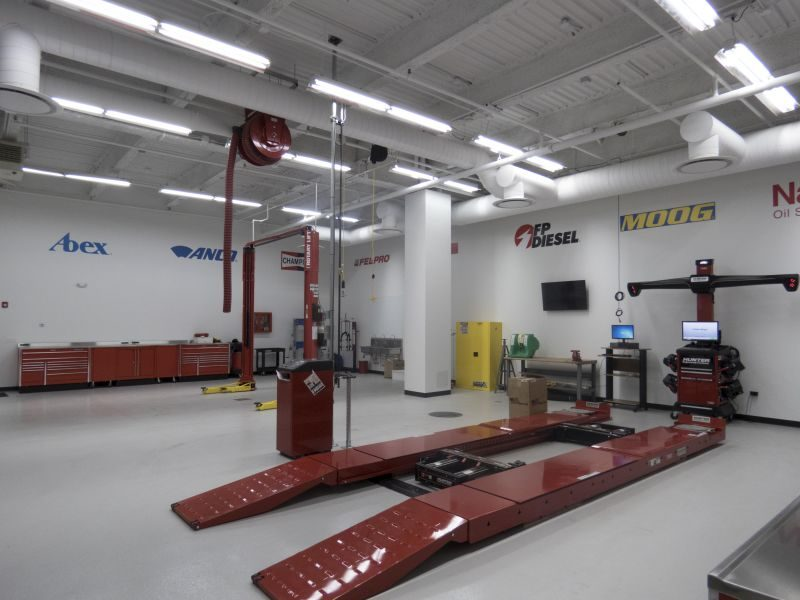 Federal-Mogul opens 'Garage Gurus' regional training center in Illinois