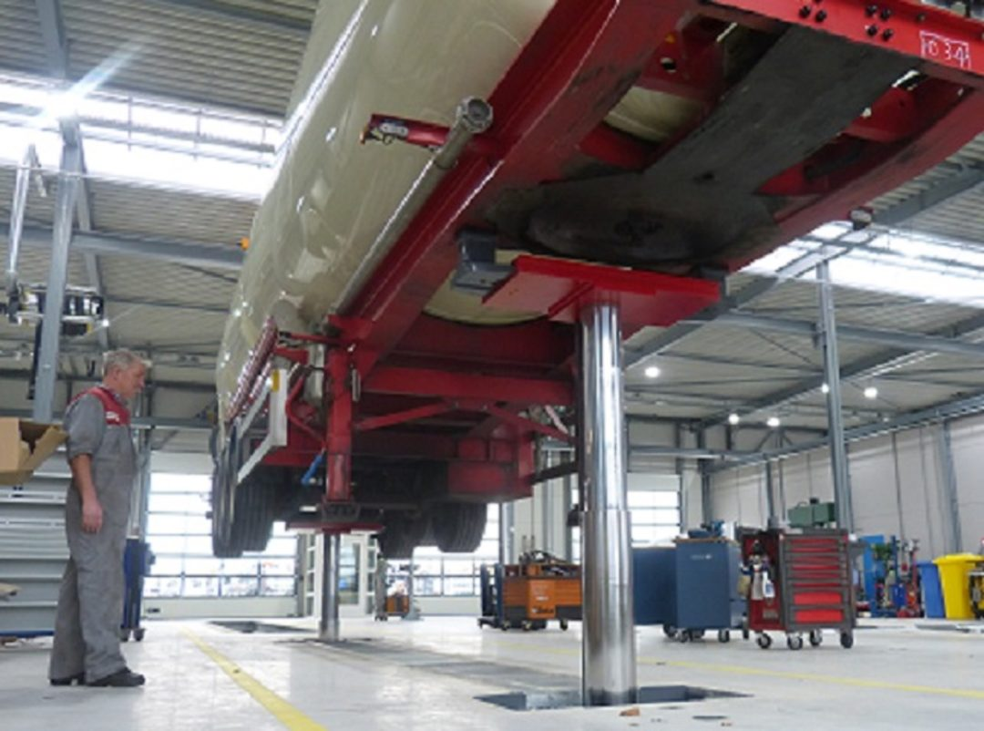 Stertil-Koni Lift Has Option for Low-Ground Clearance Vehicles